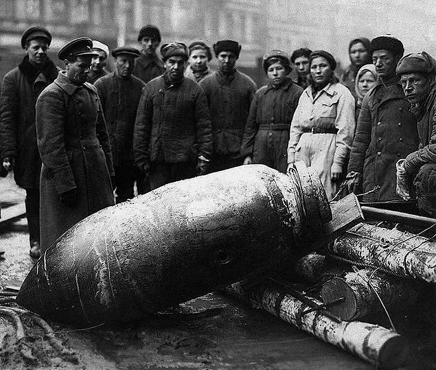 unexploded bomb leningrad world war ii