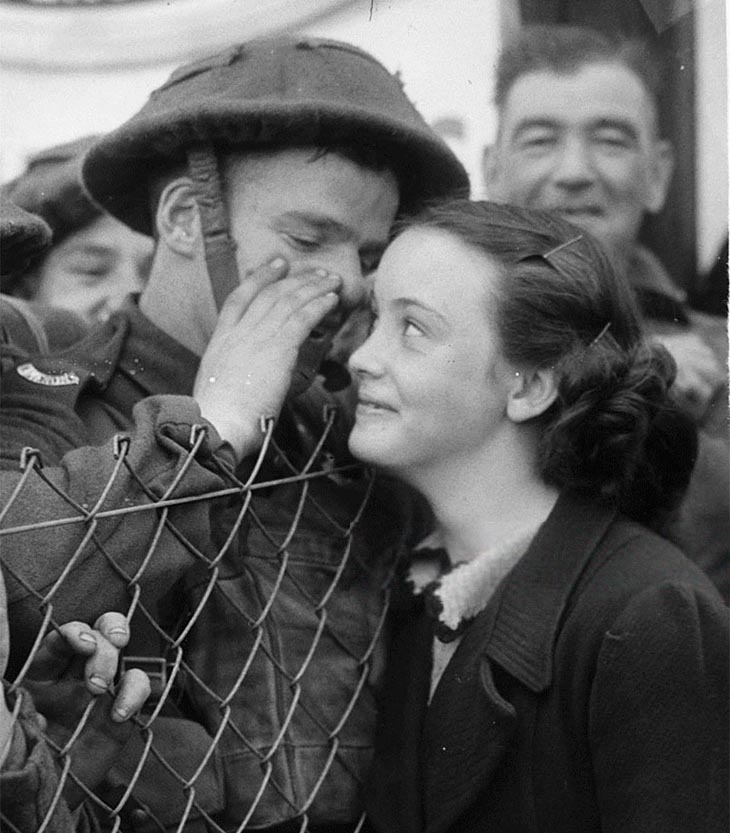 british soldier love ww2