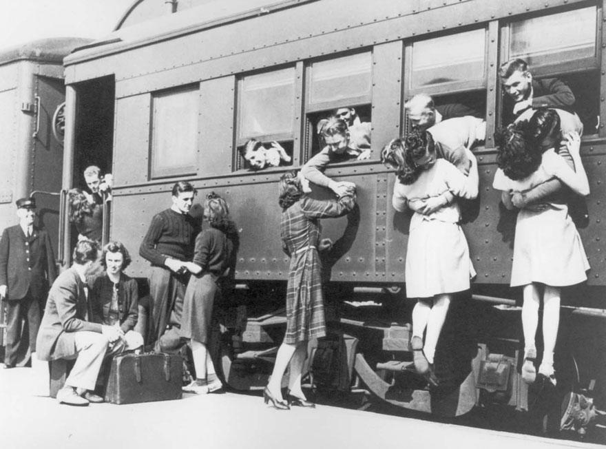 train station goodbye ww2